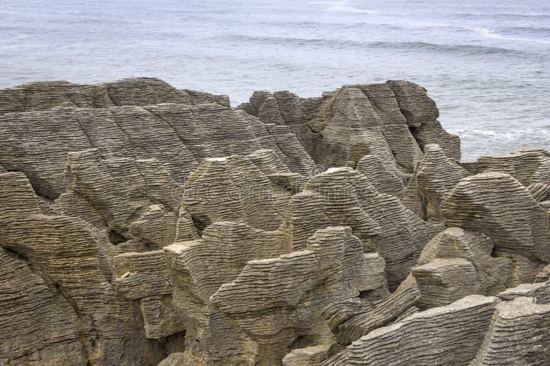 Pfannkuchenfelsen in dem Pazifischen Ozean, Westcoast, Neuseeland lizenzfreies stockfoto