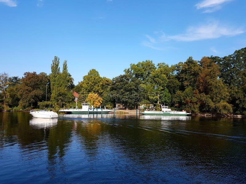 Pfaueninsel - île de Peafowl, le paysage d'automne au pilier photos libres de droits