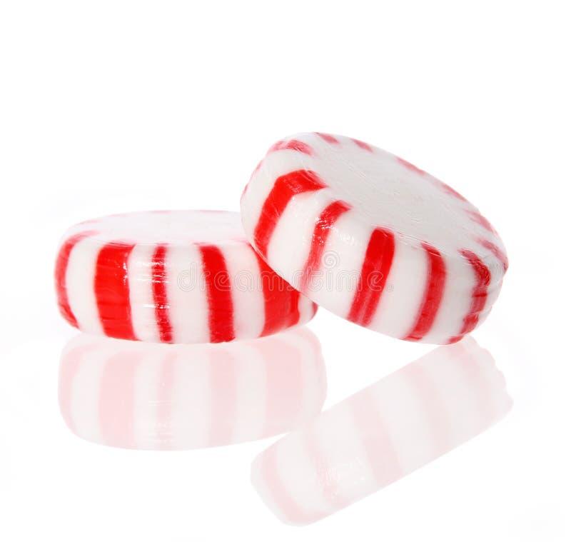 Pfefferminzsüßigkeit. Rote gestreifte Pfefferminz Weihnachtssüßigkeit stockfotografie