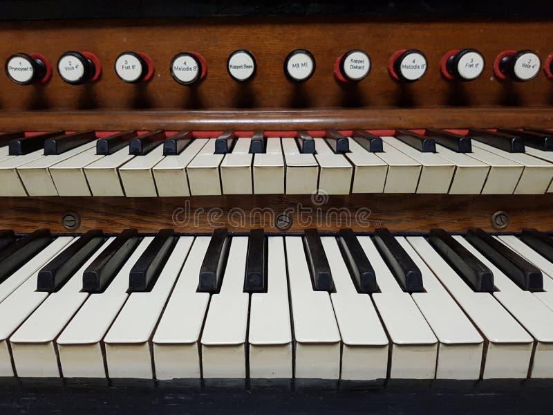 Pfeifenorgel, Harmoniumstastaturnahaufnahme stockfoto
