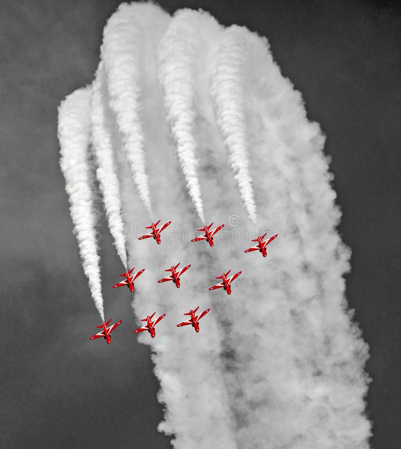Pfeilpräzisions-Fliegenteam der Luftwaffe rotes stockbild