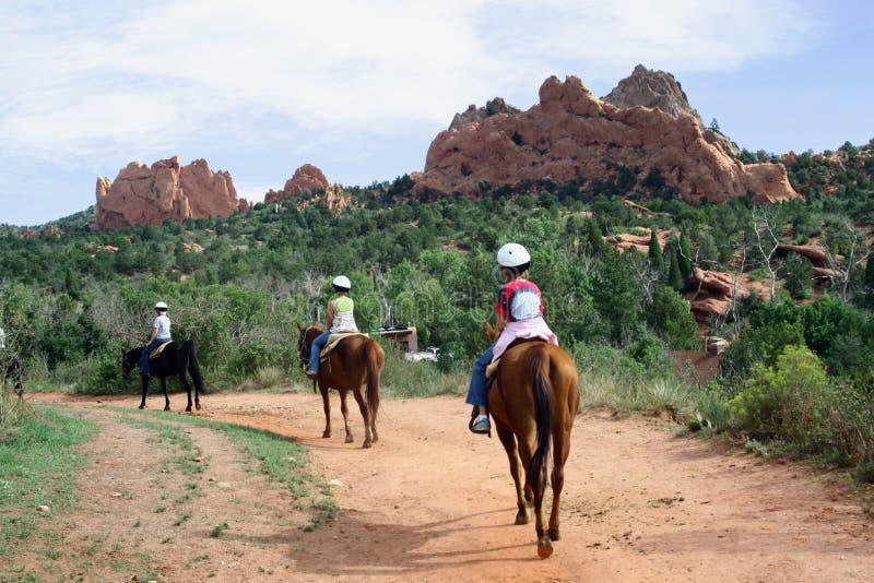 Pferderuecken-Reiten im Garten der Götter lizenzfreie stockfotos