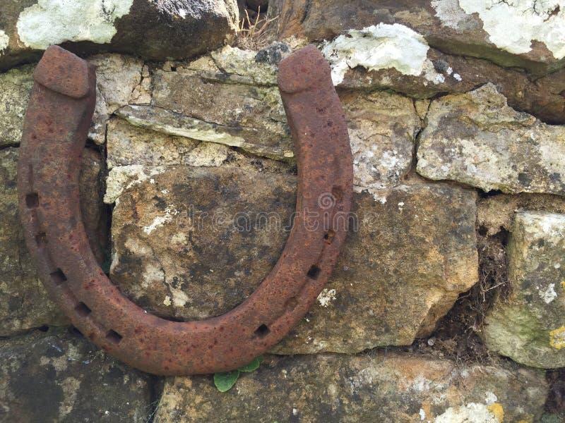 Pferdeschuh auf Cotswold-Wand lizenzfreies stockfoto