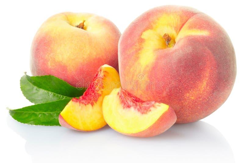 Pfirsichfrucht mit Blättern lizenzfreie stockfotografie