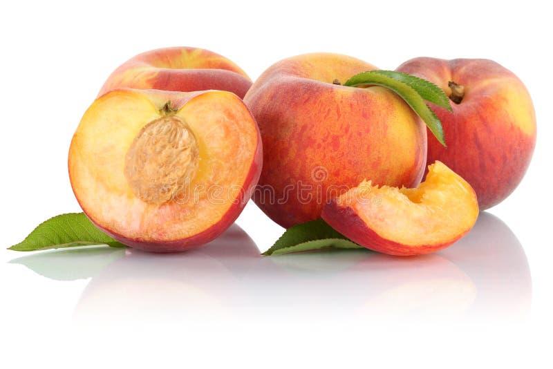 Pfirsichpfirsiche schneiden die halben Fruchtfrüchte, die auf Weiß lokalisiert werden stockbild