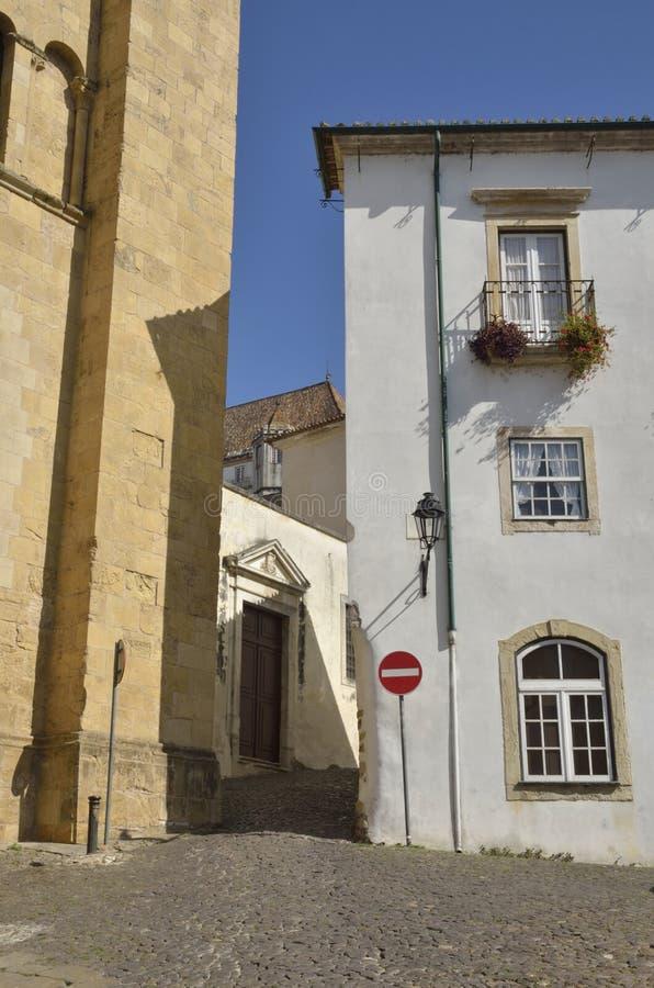 Pflasterstraße in Coimbra lizenzfreies stockbild