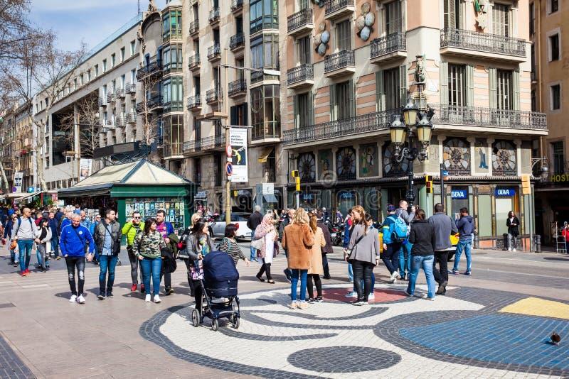 Pflasterungsmosaik durch Joan Miro an La Rambla-Fußgängerstraße in Barcelona Spanien lizenzfreies stockbild