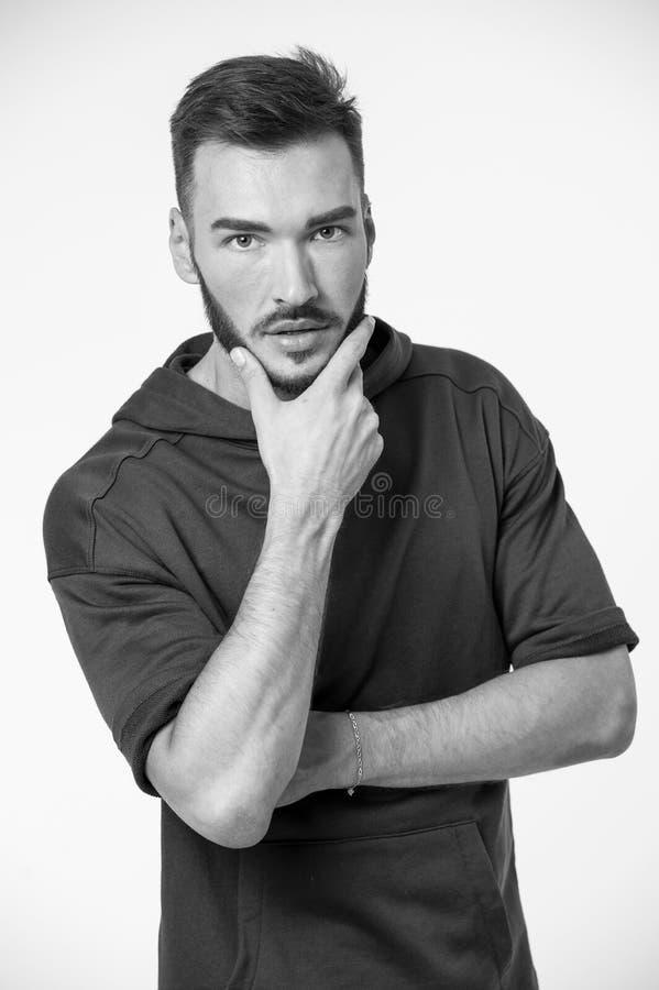Pflegenkonzept Bemannen Sie Notenbart auf dem unrasierten Gesicht und pflegen Haar- und Bartpflegen Es ist Zeit für das Pflegen,  lizenzfreie stockbilder