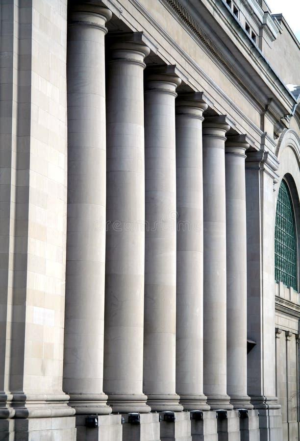 Pfosten am kanadischen Regierungs-Gebäude stockfoto
