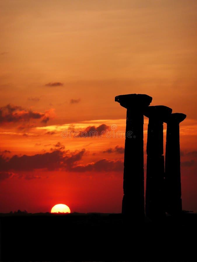 Pfosten am Sonnenuntergang stockbilder