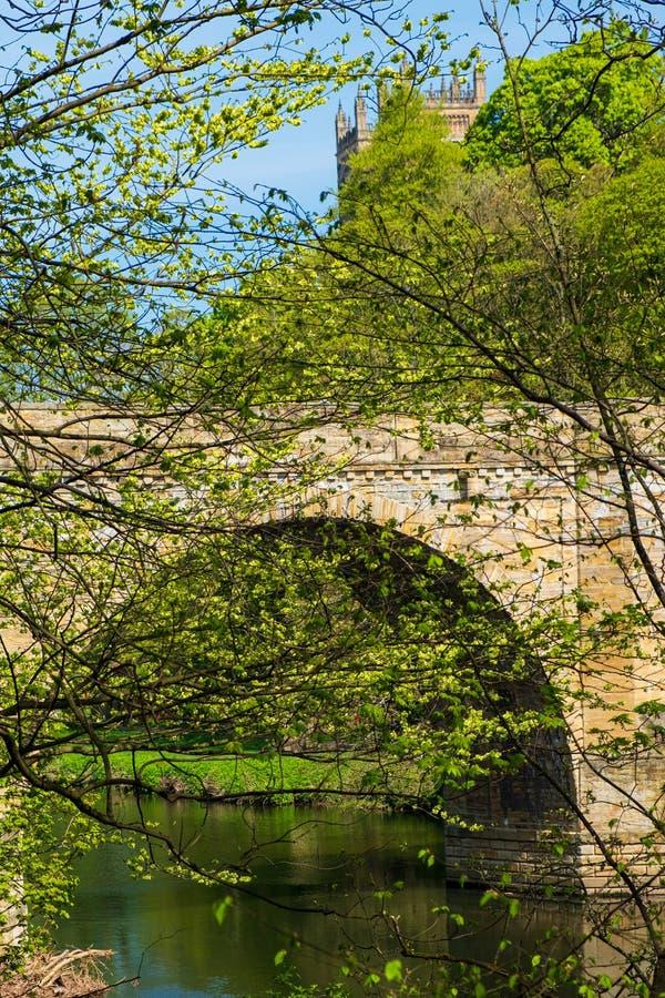 Pfründe-Brücke, eine von drei Steinbogenbrücken, die Fluss-Abnutzung in Durham, England kreuzen stockbild