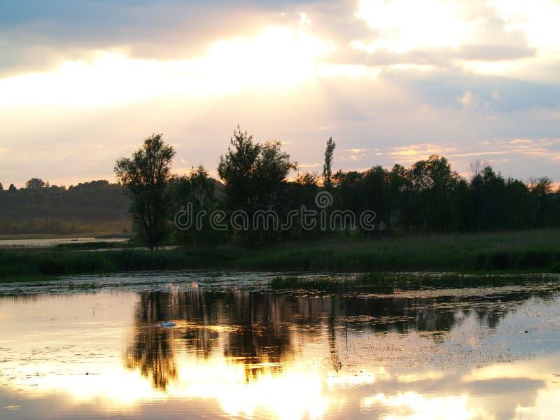 Phänomenaler Sonnenuntergang stockfotografie