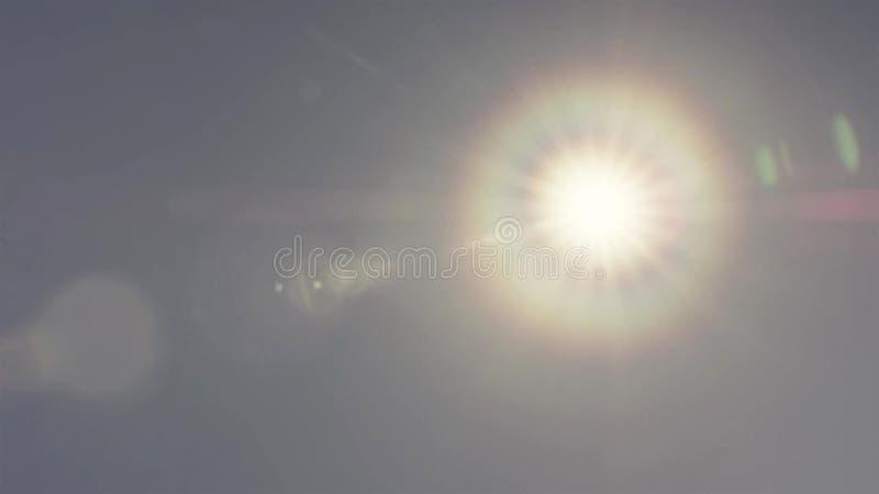 Phénomène de couronne du soleil sur le ciel bleu images libres de droits