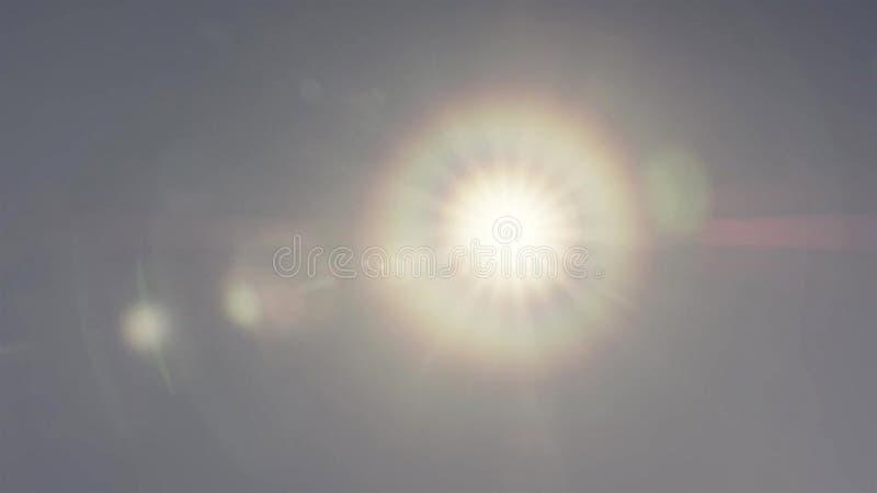 Phénomène de couronne du soleil sur le ciel bleu photo stock