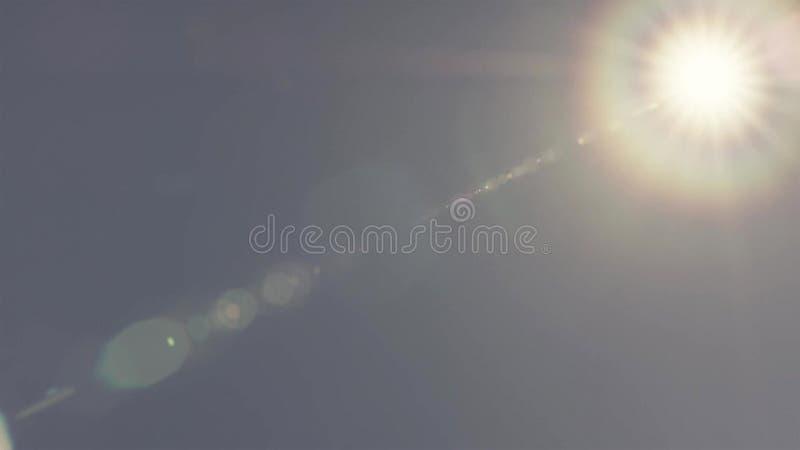 Phénomène de couronne du soleil sur le ciel bleu photos stock