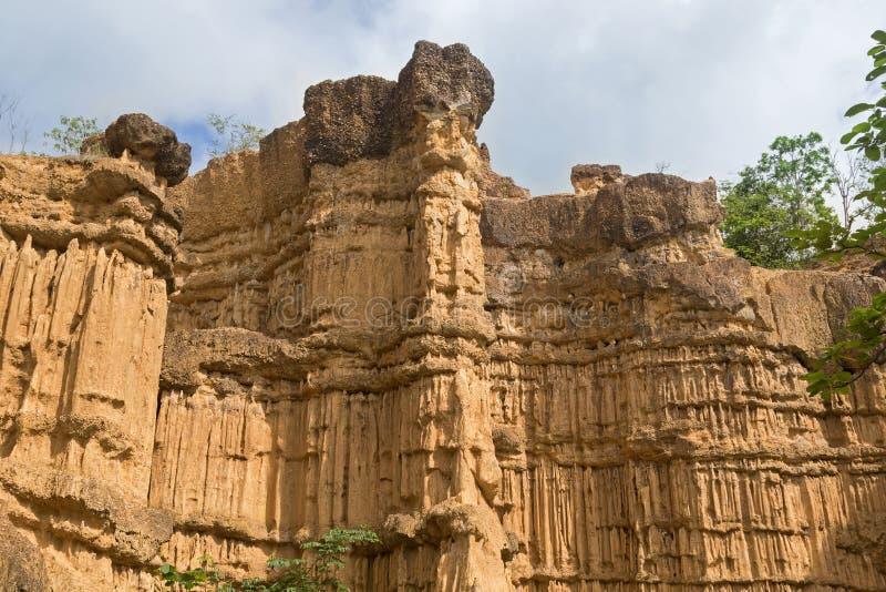 Phénomène naturel de falaise érodée, piliers de sol, sculpture en roche photographie stock
