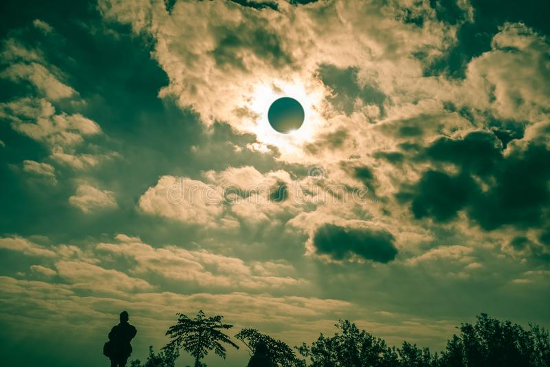 Phénomène naturel scientifique Éclipse solaire totale avec le diamant image libre de droits
