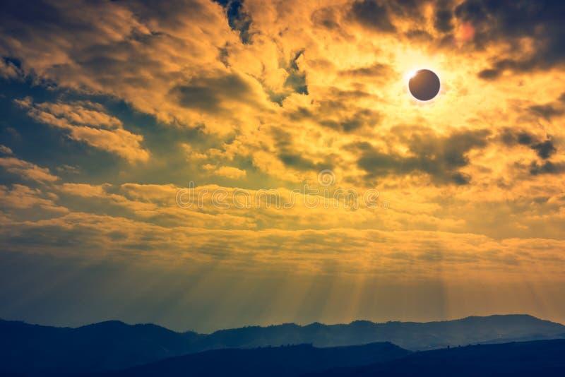 Phénomène naturel scientifique Éclipse solaire totale avec le diamant photo stock