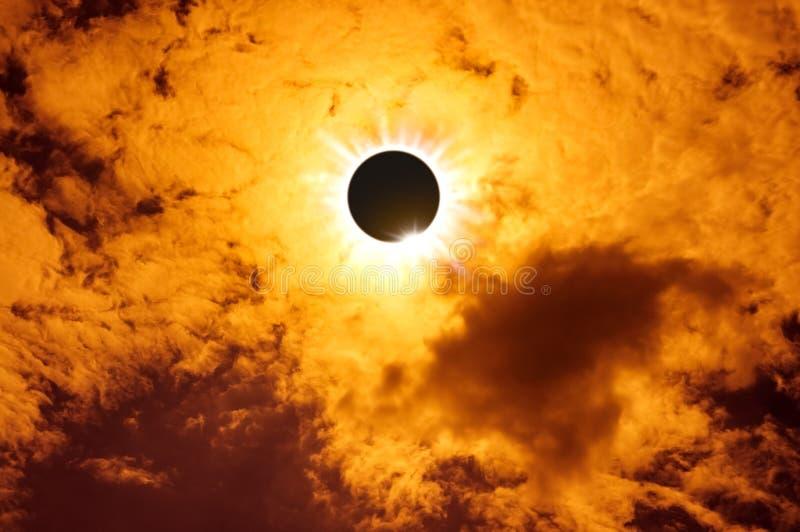 Phénomène naturel scientifique Éclipse solaire totale avec le diamant images libres de droits