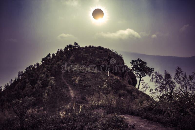 Phénomène naturel scientifique Éclipse solaire totale rougeoyant sur la SK images stock