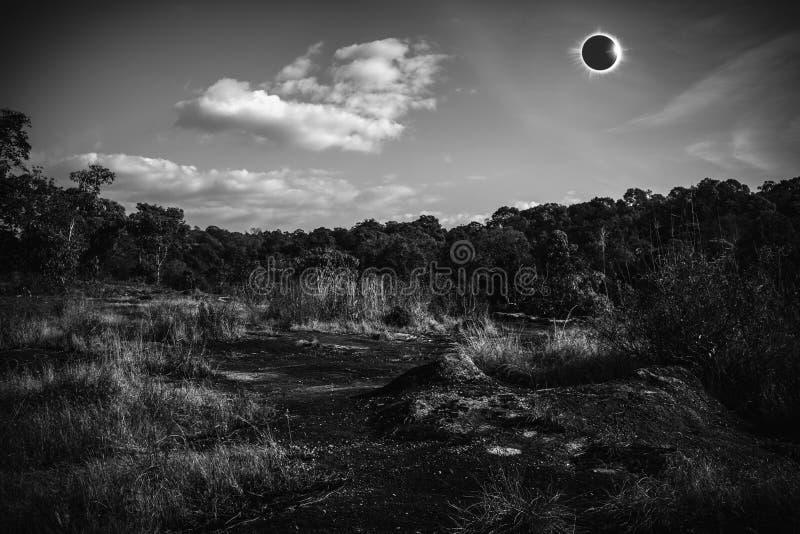 Phénomène naturel scientifique étonnant Glowi total d'éclipse solaire photo libre de droits