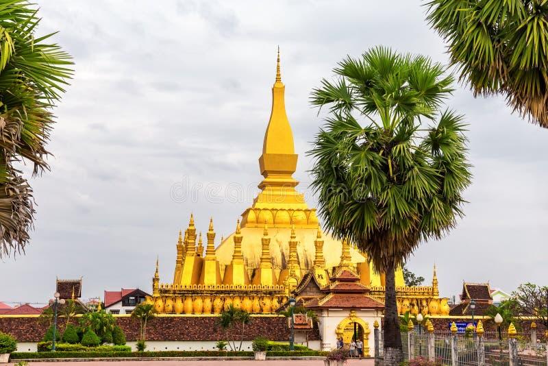 Pha что Luang золотое буддийское stupa в центре Vient стоковое фото rf