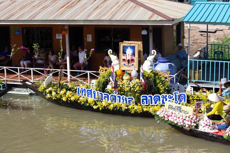 Phak Hai District, Ayutthaya-Provinz, - Juli 17,2019, Festival von Lent Candle Procession, Chaod-Kanal des jungen Mannes lizenzfreies stockfoto