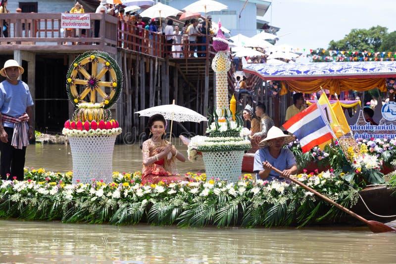 Phak Hai District, Ayutthaya-Provinz, - Juli 17,2019, Festival von Lent Candle Procession, Chaod-Kanal des jungen Mannes lizenzfreie stockfotos
