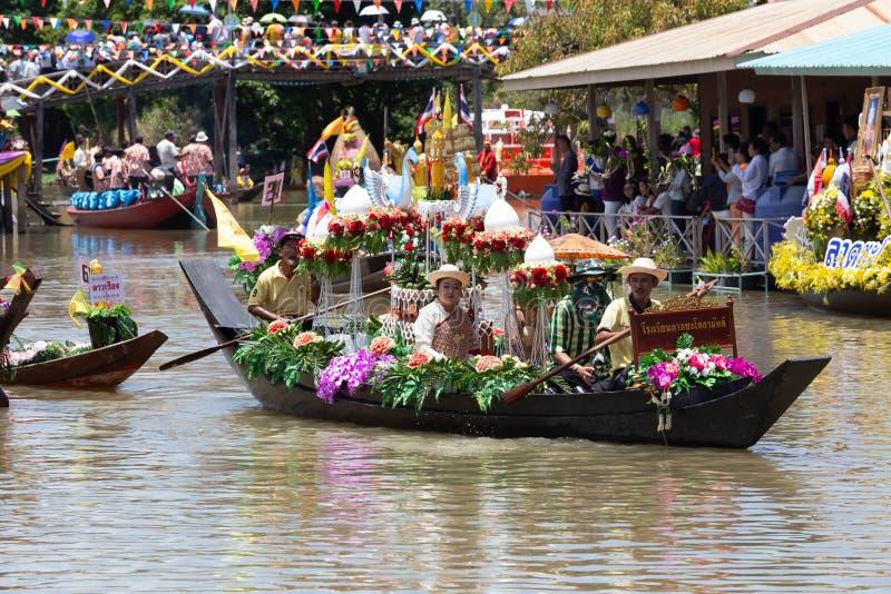 Phak Hai District, Ayutthaya-Provinz, - Juli 17,2019, Festival von Lent Candle Procession, Chaod-Kanal des jungen Mannes stockbild
