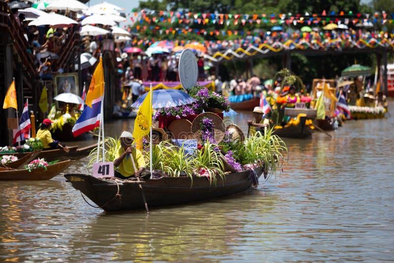 Phak Hai District, Ayutthaya-Provinz, - Juli 17,2019, Festival von Lent Candle Procession, Chaod-Kanal des jungen Mannes stockfotografie