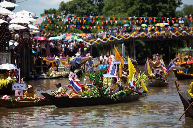 Phak Hai District, Ayutthaya-Provinz, - Juli 17,2019, Festival von Lent Candle Procession, Chaod-Kanal des jungen Mannes stockbilder
