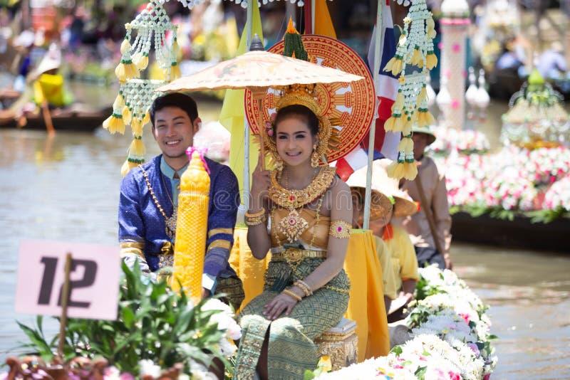 Phak Hai District, Ayutthaya-Provinz, - Juli 17,2019, Festival von Lent Candle Procession, Chaod-Kanal des jungen Mannes stockfotos