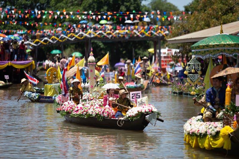 Phak Hai District, Ayutthaya-Provinz, - Juli 17,2019, Festival von Lent Candle Procession, Chaod-Kanal des jungen Mannes lizenzfreie stockfotografie