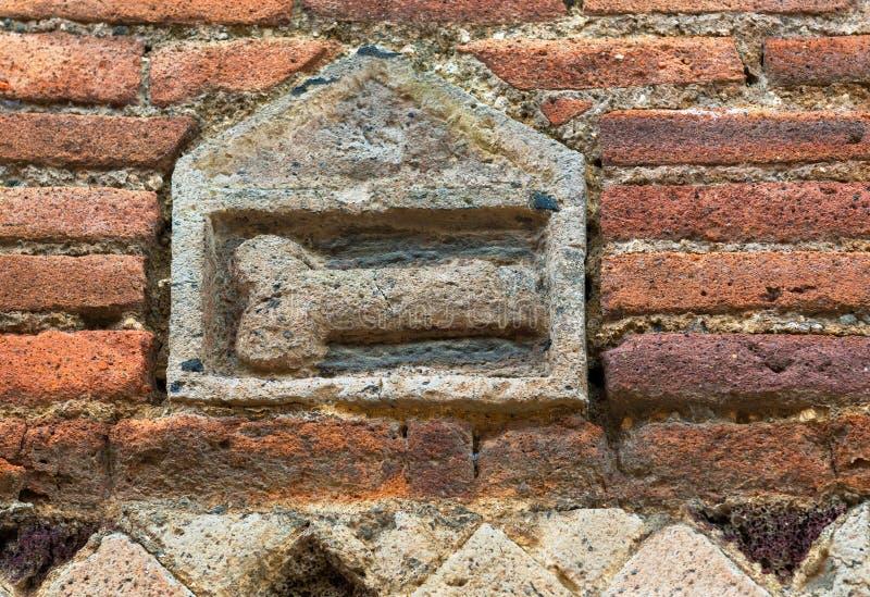 Phallus sur le mur indiquant un bordel à Pompeii images libres de droits