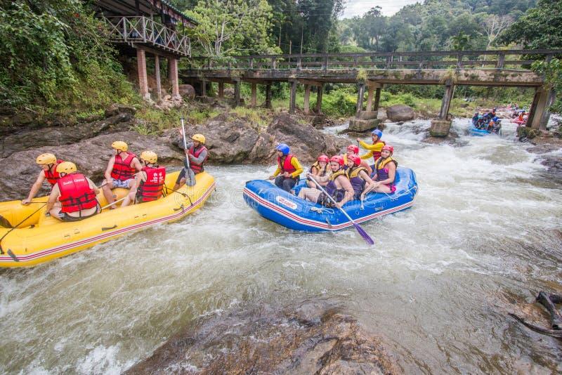 PHANGNGA THAILAND - AUGUSTI 23, 2014: Vitt vatten som rafting på th royaltyfria foton