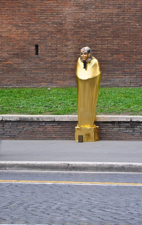 Pharaon sulle vie di Roma fotografia stock
