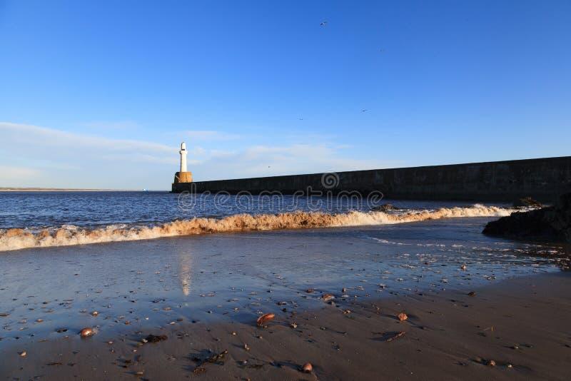 Download Phare à Aberdeen, Ecosse image stock. Image du ciel, course - 76085119