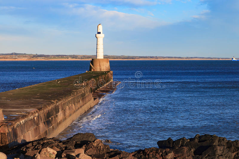 Download Phare à Aberdeen, Ecosse photo stock. Image du scénique - 76085160