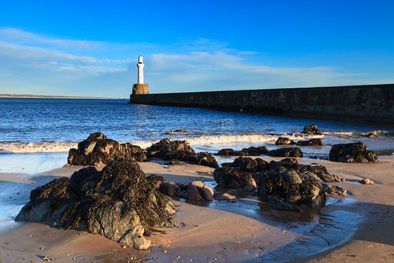 Download Phare à Aberdeen, Ecosse photo stock. Image du blanc - 76085200