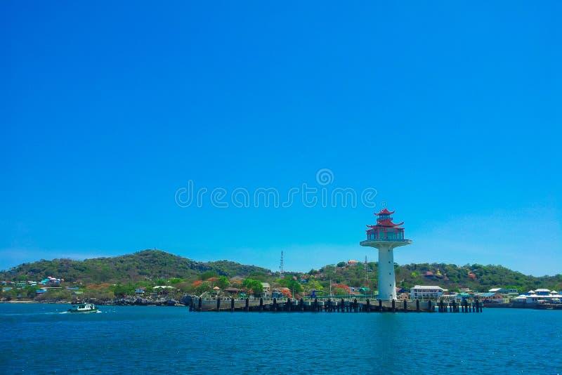 Download Phare à l'île de Sichang image stock. Image du lumière - 45357975