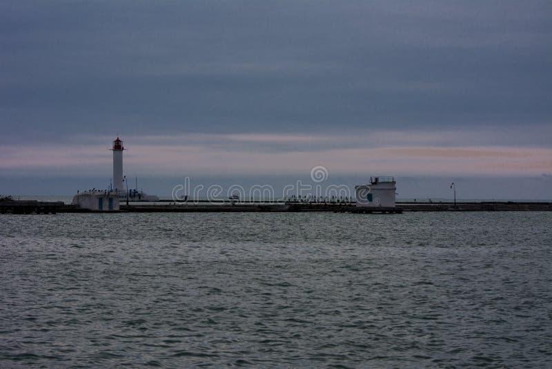 Phare à l'entrée au port maritime d'Odessa photographie stock libre de droits