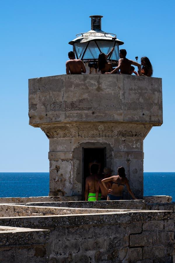 Phare antique sur l'?le des courants marins, Sicile, Italie image stock