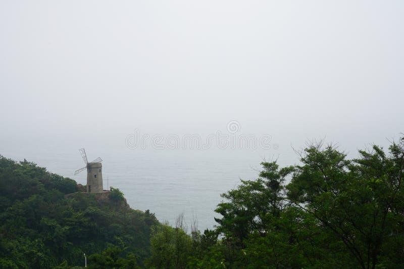 Phare au bord de la mer à Dalian, Chine image libre de droits