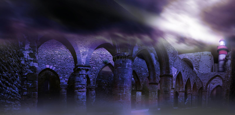Phare au-dessus des ruines dans le saint Mathieu de Pointe photo libre de droits