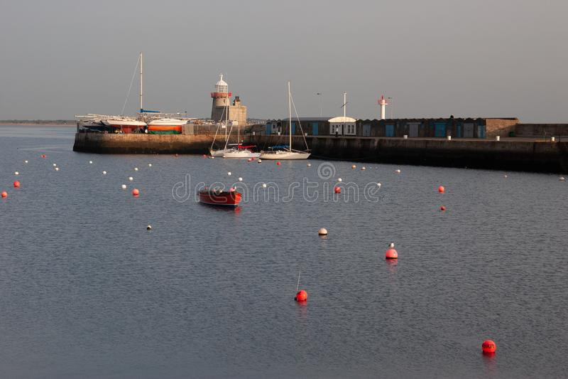 Phare au port de Howth Howth est un petit port de pêche près de Dublin Bay photographie stock