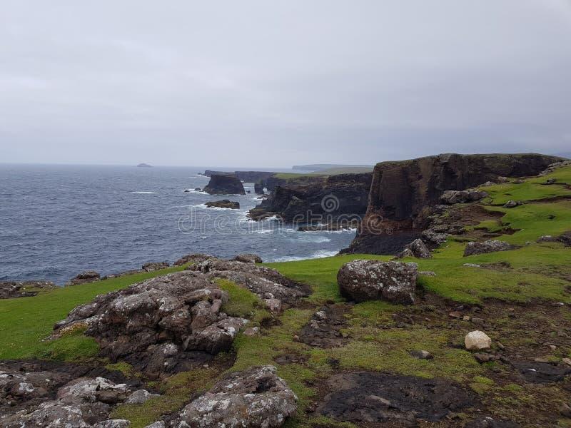 Phare d'Eshaness de falaises images stock