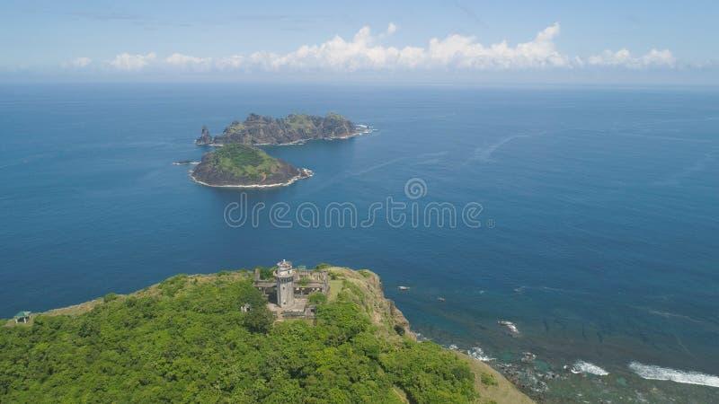 Phare dans l'engano de cap Philippines, île de Palaos photographie stock libre de droits