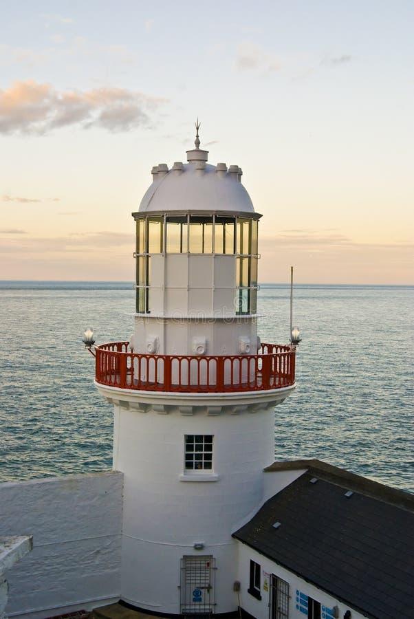 Phare dans la côte de Wicklow, Irlande. photos libres de droits
