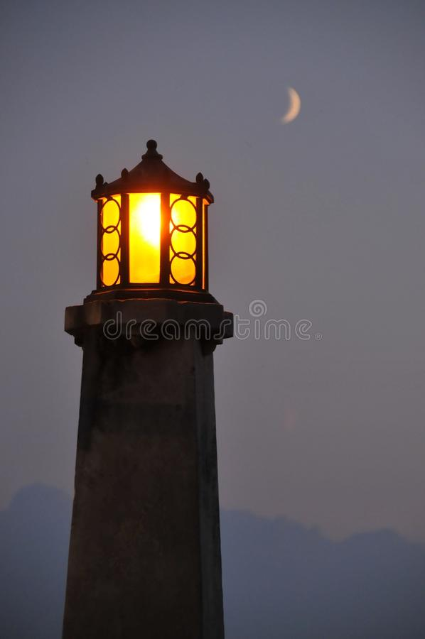 Phare dans le crépuscule photos libres de droits