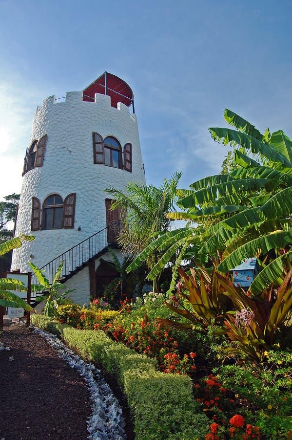 Phare dans le jardin tropical sur l'île du Grenada photo libre de droits